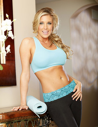 Samantha Saint rubs her aroused clit.